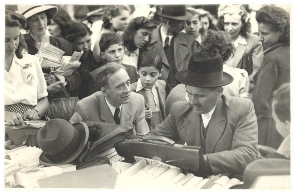 Féja Géza és Veres Péter az 1943-as könyvnapon