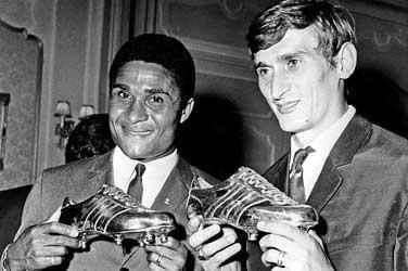Eusebio aranycipővel, Dunai Antal ezüstcipővel 1968-ban
