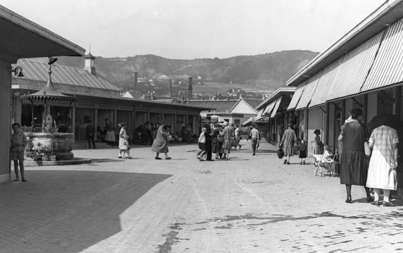 Óbudai zárt élelmiszerpiac a Kórház utca-Vihar utca saroknál, 1936 Forrás: fortepan.hu