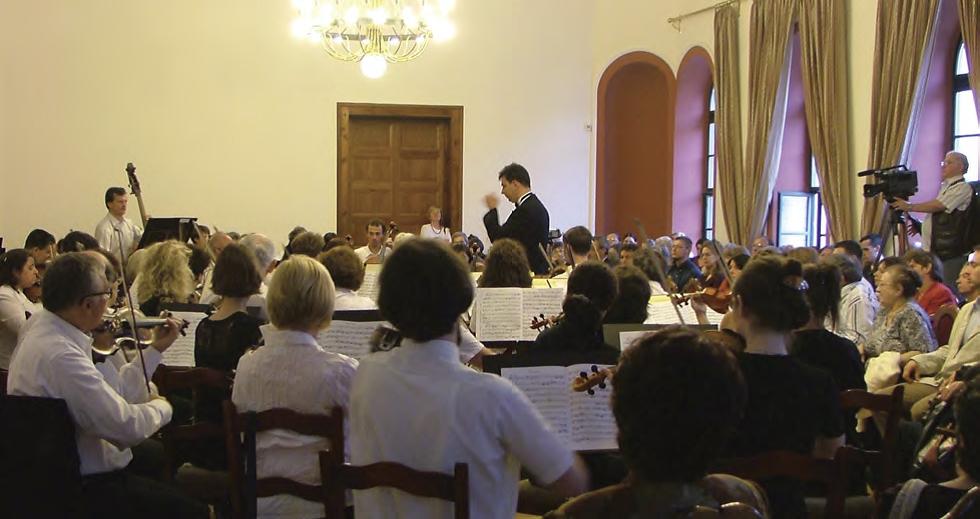 Héja Domonkos vezényel az Óbudai Társaskörben a jubileumi hangversenyen